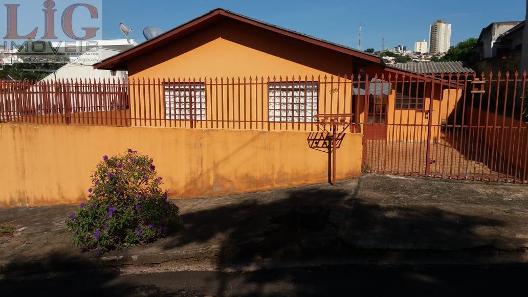 Casa a Venda no bairro Vila Country Club em Apucarana - PR. 1 banheiro, 2 dormitórios, 2 vagas na garagem, 1 cozinha,  área de serviço,  copa,  sala d