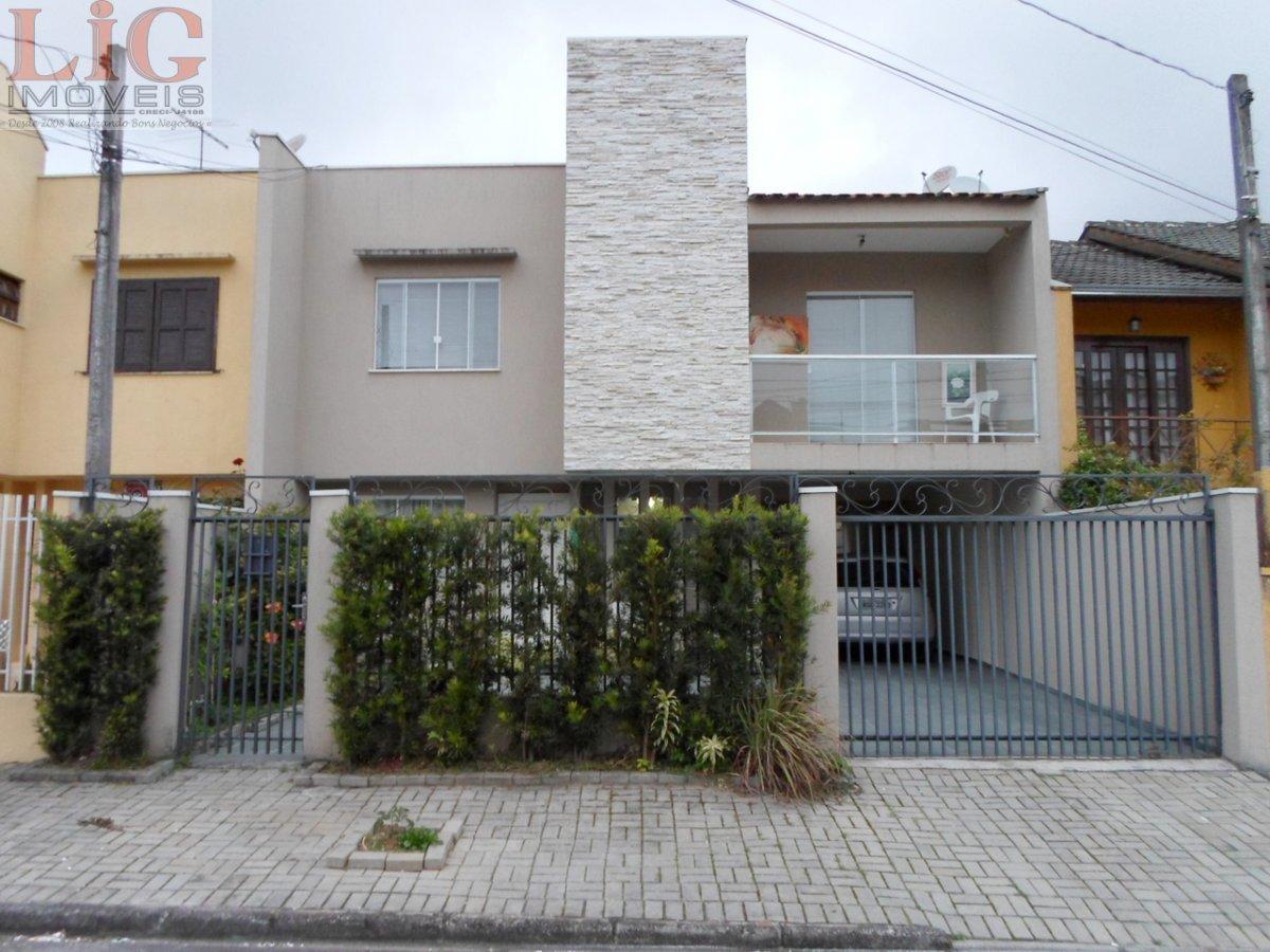 Sobrado a Venda no bairro Aristocrata em São José dos Pinhais - PR. 2 banheiros, 3 dormitórios, 1 suíte, 4 vagas na garagem, 1 cozinha,  closet,  área