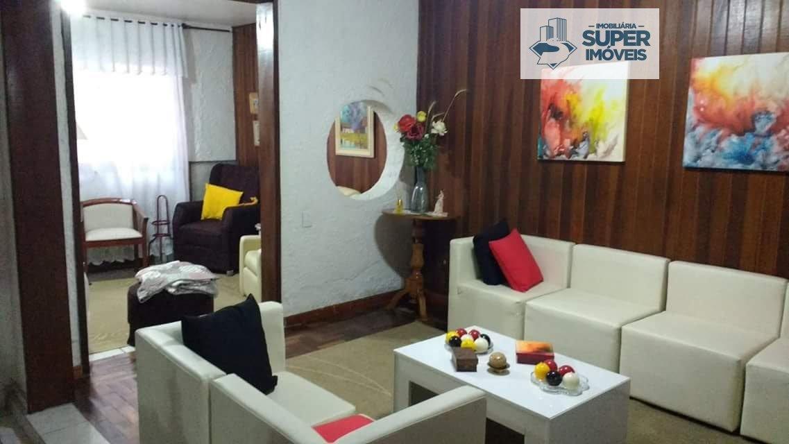 Casa a Venda no bairro Centro em Pelotas - RS. 2 banheiros, 3 dormitórios, 1 suíte, 2 vagas na garagem, 2 cozinhas,  área de serviço,  sala de estar,