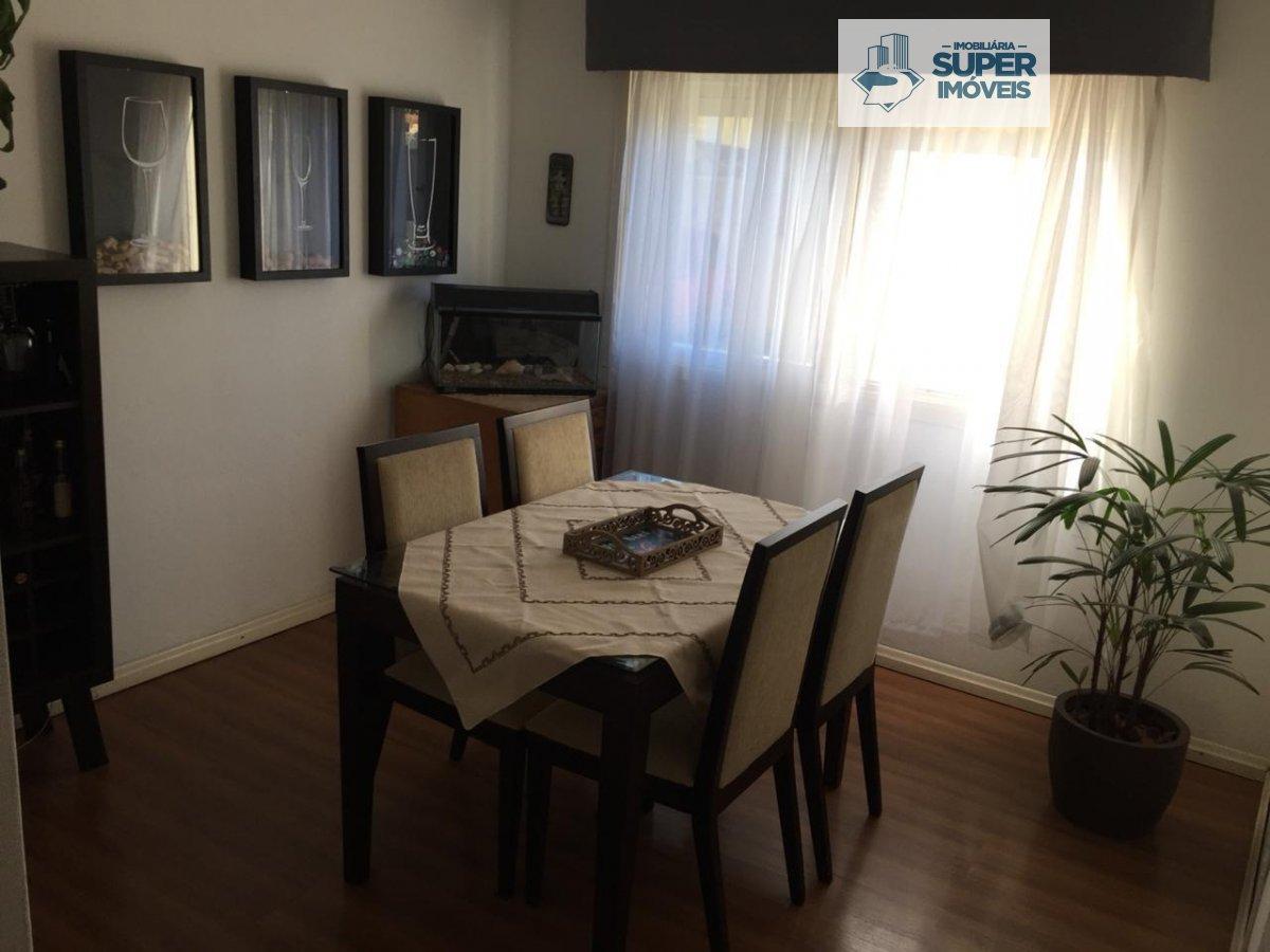 Apartamento a Venda no bairro Centro em Pelotas - RS. 1 banheiro, 3 dormitórios, 1 vaga na garagem, 1 cozinha,  área de serviço,  sala de estar,  sala