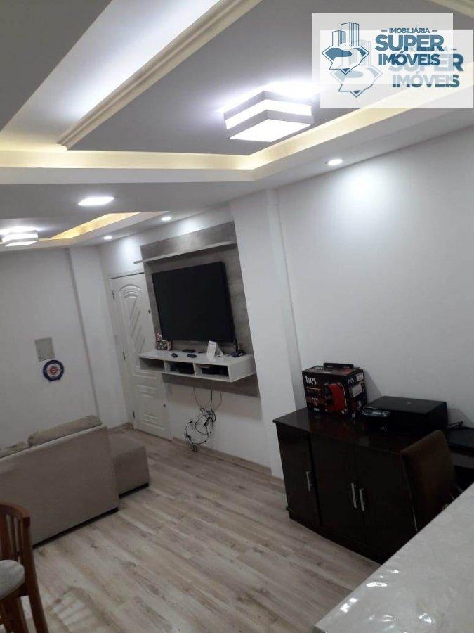Apartamento a Venda no bairro Centro em Pelotas - RS. 1 banheiro, 3 dormitórios, 2 vagas na garagem, 1 cozinha,  área de serviço,  sala de estar,  sal