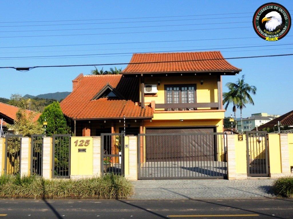 Sobrado à venda  no Pirabeiraba (Centro) - Joinville, SC. Imóveis