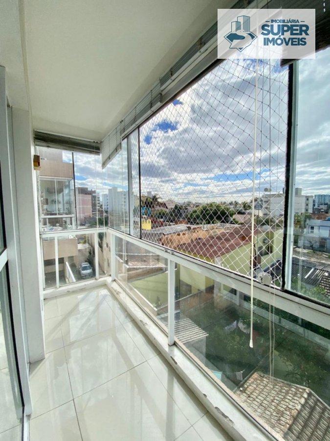 Apartamento a Venda no bairro Centro em Pelotas - RS. 3 banheiros, 3 dormitórios, 1 suíte, 2 vagas na garagem, 2 cozinhas.  - 1155