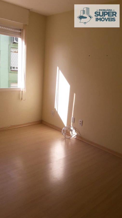 Apartamento a Venda no bairro Centro em Pelotas - RS. 1 banheiro, 1 dormitório, 1 vaga na garagem, 1 cozinha,  área de serviço,  sala de estar,  sala