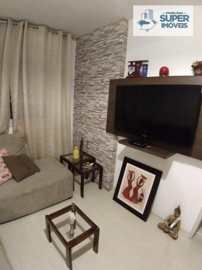 Apartamento a Venda no bairro Três Vendas em Pelotas - RS. 1 banheiro, 2 dormitórios, 1 cozinha,  área de serviço,  sala de estar,  sala de jantar.  -