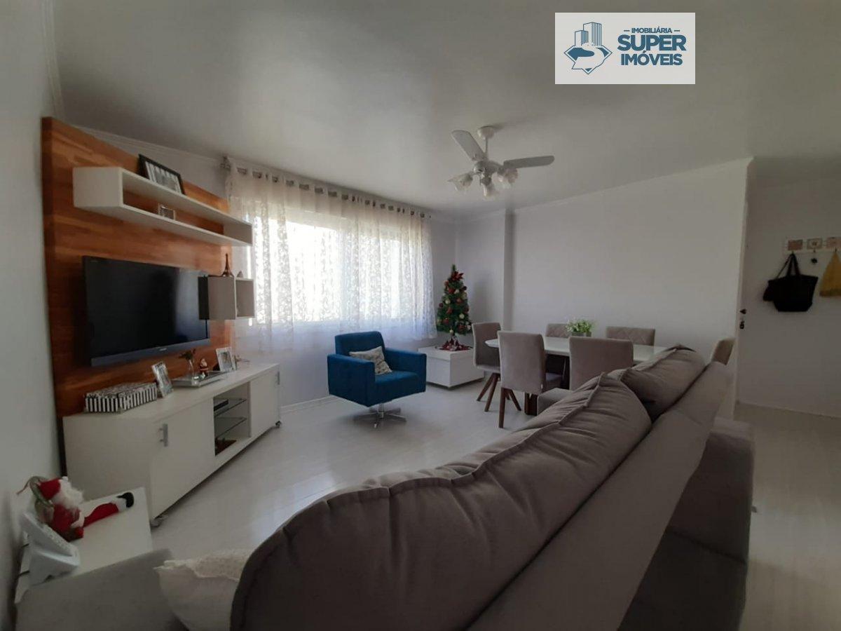 Apartamento a Venda no bairro Centro em Pelotas - RS. 3 banheiros, 3 dormitórios, 1 suíte, 2 vagas na garagem, 1 cozinha,  área de serviço,  sala de e