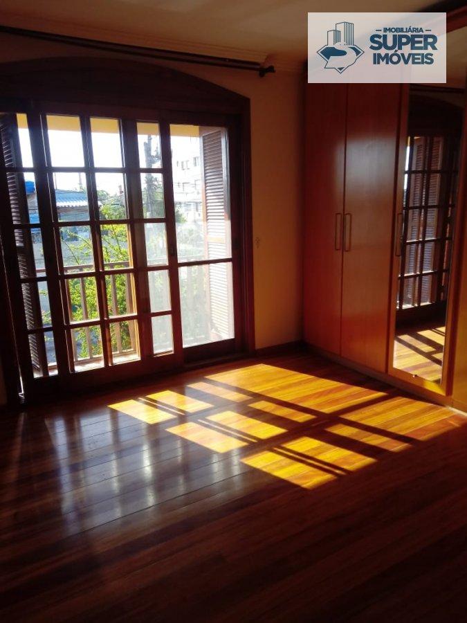 Casa a Venda no bairro Centro em Pelotas - RS. 3 banheiros, 3 dormitórios, 1 suíte, 1 cozinha,  sala de estar,  sala de jantar.  - 1589