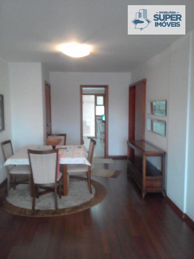 Apartamento a Venda no bairro Centro em Pelotas - RS. 1 banheiro, 3 dormitórios, 1 suíte, 1 vaga na garagem, 1 cozinha,  área de serviço,  sala de est