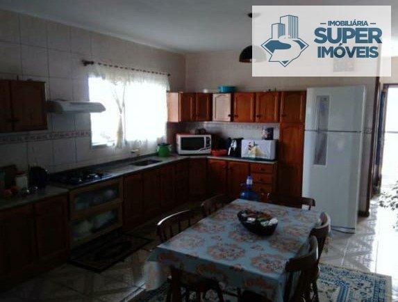 Casa a Venda no bairro Três Vendas em Pelotas - RS. 2 banheiros, 3 dormitórios, 1 vaga na garagem, 1 cozinha,  área de serviço,  sala de estar,  sala