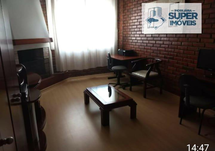 Casa a Venda no bairro Centro em Pelotas - RS. 2 banheiros, 3 dormitórios, 2 suítes, 1 vaga na garagem, 1 cozinha,  closet,  lavabo,  sala de estar,