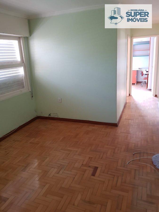 Apartamento a Venda no bairro Centro em Pelotas - RS. 2 banheiros, 3 dormitórios, 1 vaga na garagem, 1 cozinha,  área de serviço,  sala de estar,  sal