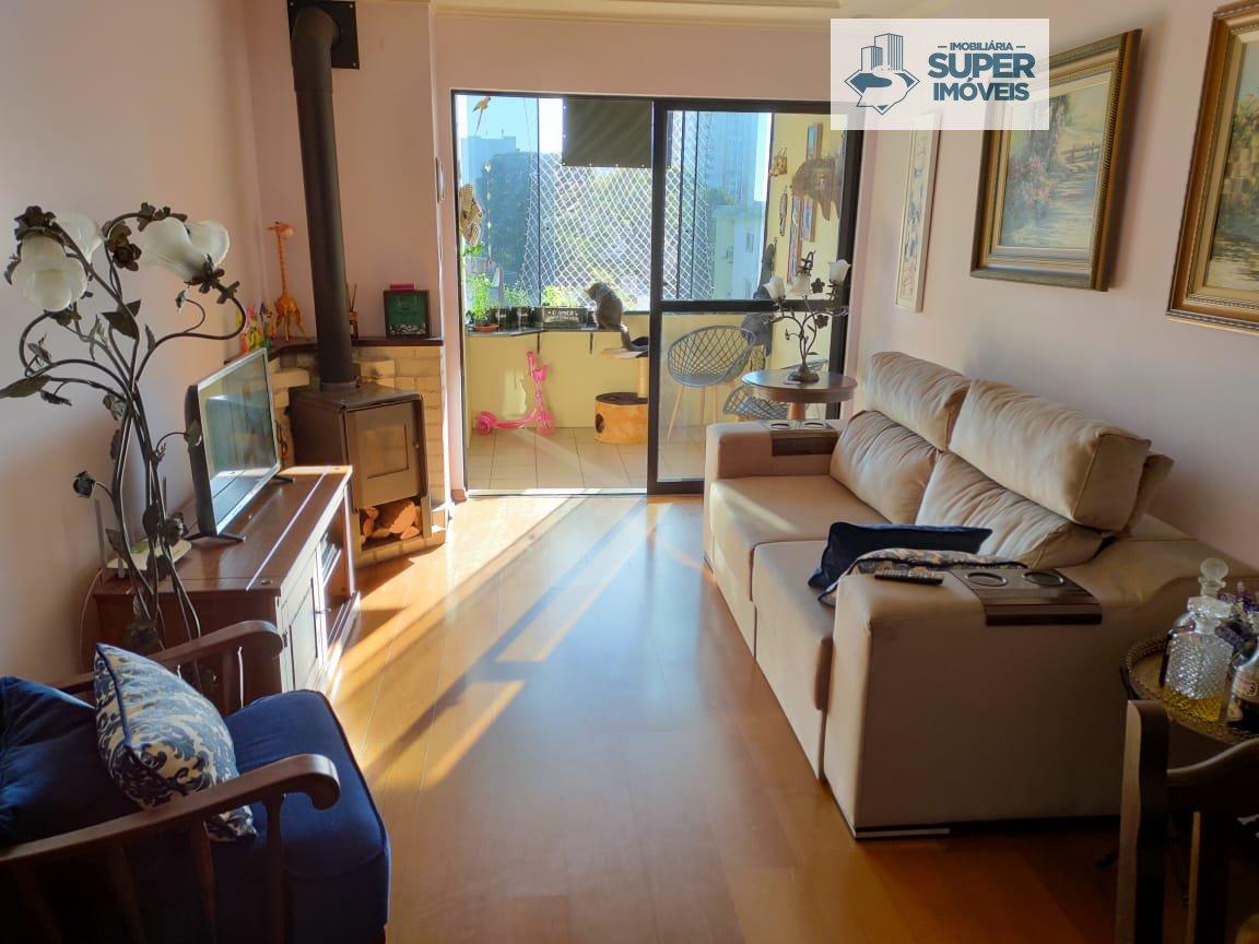 Apartamento a Venda no bairro Centro em Pelotas - RS. 3 banheiros, 3 dormitórios, 1 suíte, 1 vaga na garagem, 1 cozinha,  área de serviço,  sala de es