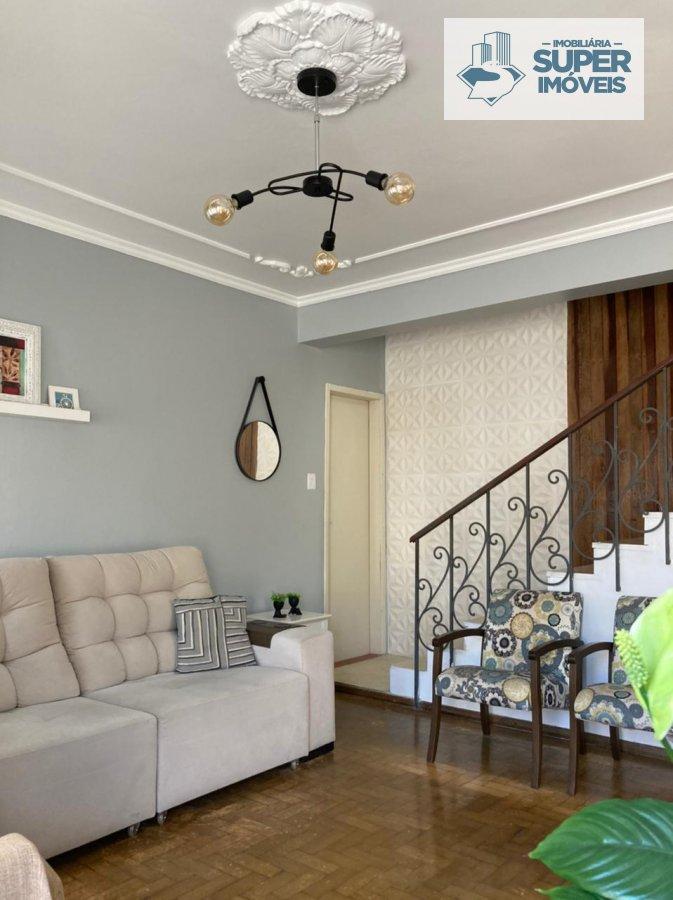 Casa a Venda no bairro Centro em Pelotas - RS. 2 banheiros, 3 dormitórios, 1 vaga na garagem, 1 cozinha,  área de serviço,  sala de estar,  sala de ja