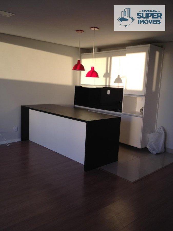 Flat a Venda no bairro Centro em Pelotas - RS. 1 banheiro, 1 dormitório, 1 cozinha,  área de serviço,  sala de estar,  sala de jantar.  - 2135