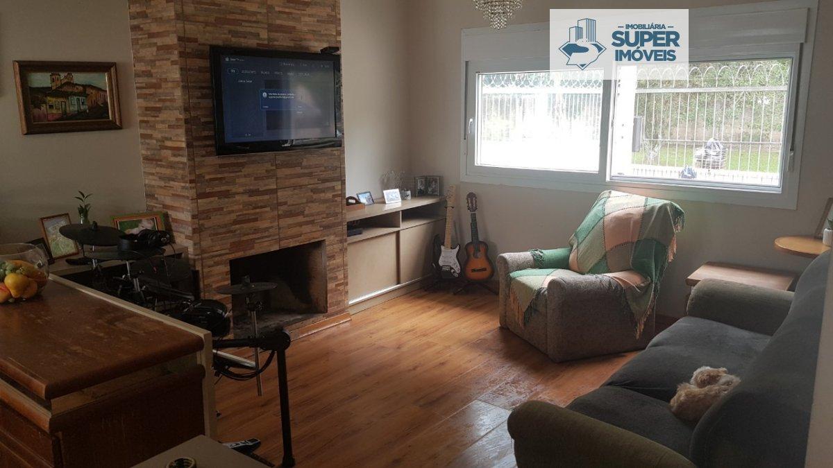 Casa a Venda no bairro Laranjal em Pelotas - RS. 2 banheiros, 3 dormitórios, 1 suíte, 2 vagas na garagem, 1 cozinha,  área de serviço,  lavabo,  sala