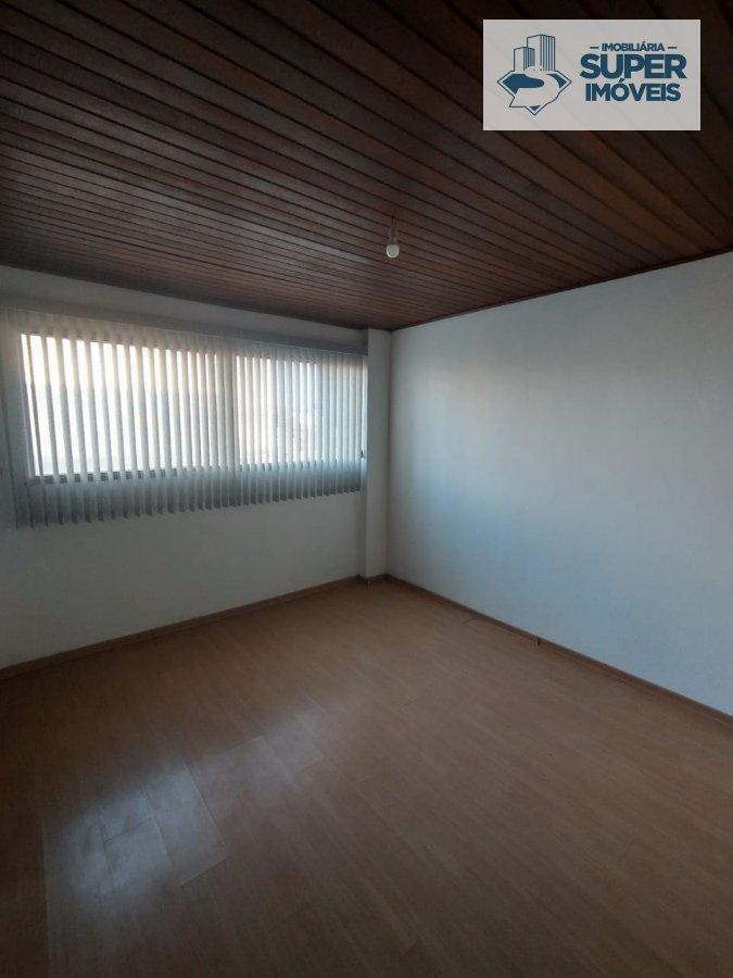 Apartamento a Venda no bairro Centro em Pelotas - RS. 2 banheiros, 3 dormitórios, 1 suíte, 1 vaga na garagem, 1 cozinha,  área de serviço,  sala de es