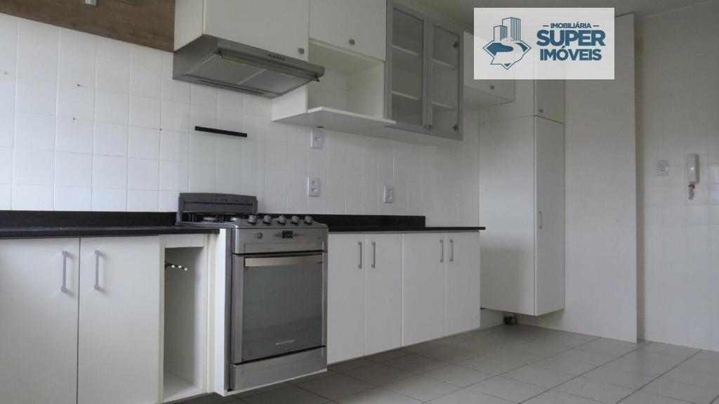 Apartamento a Venda no bairro Centro em Pelotas - RS. 2 banheiros, 2 dormitórios, 1 vaga na garagem, 1 cozinha,  área de serviço,  sala de estar,  sal