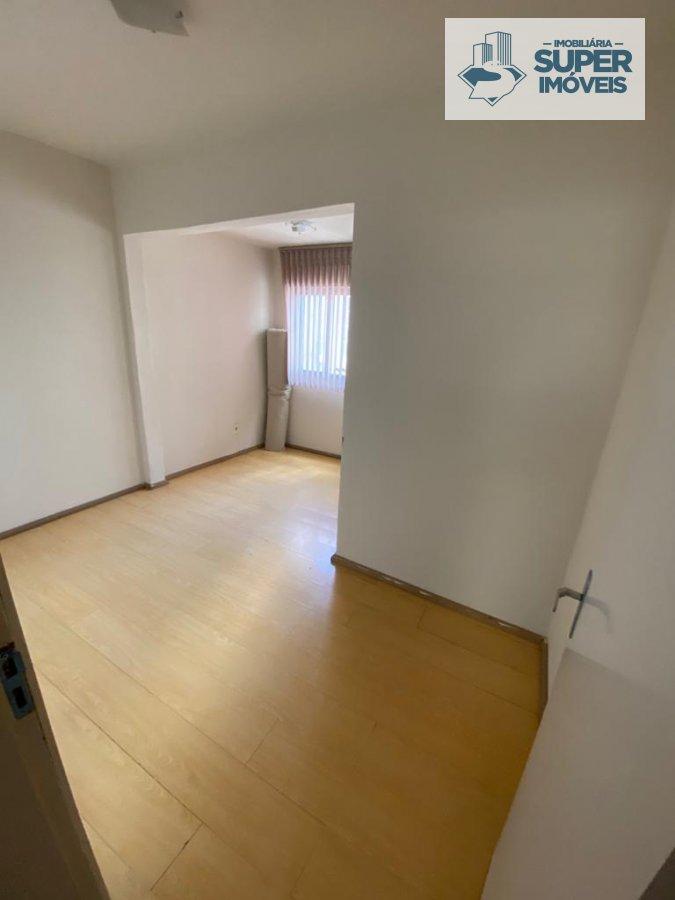 Apartamento a Venda no bairro Centro em Pelotas - RS. 2 banheiros, 3 dormitórios, 1 suíte, 2 vagas na garagem, 1 cozinha,  área de serviço,  sala de e